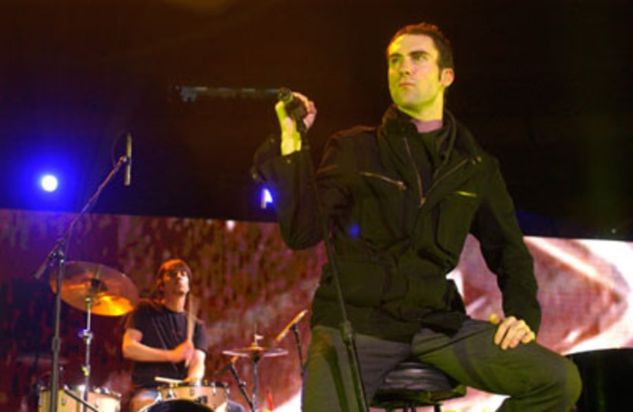 Maroon 5, Onstage and Off