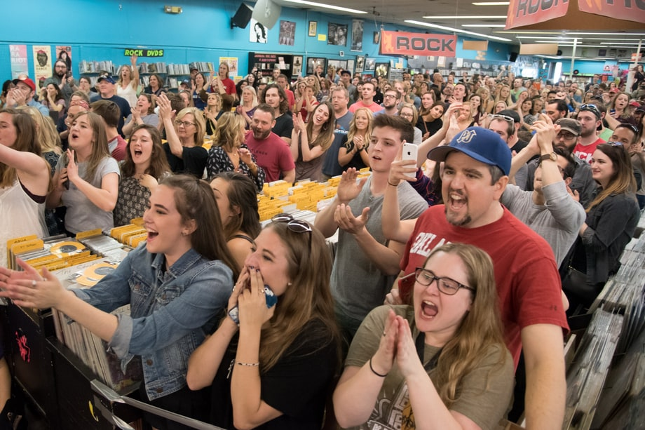 Fans Watch Mumford & Sons at Vintage Vinyl