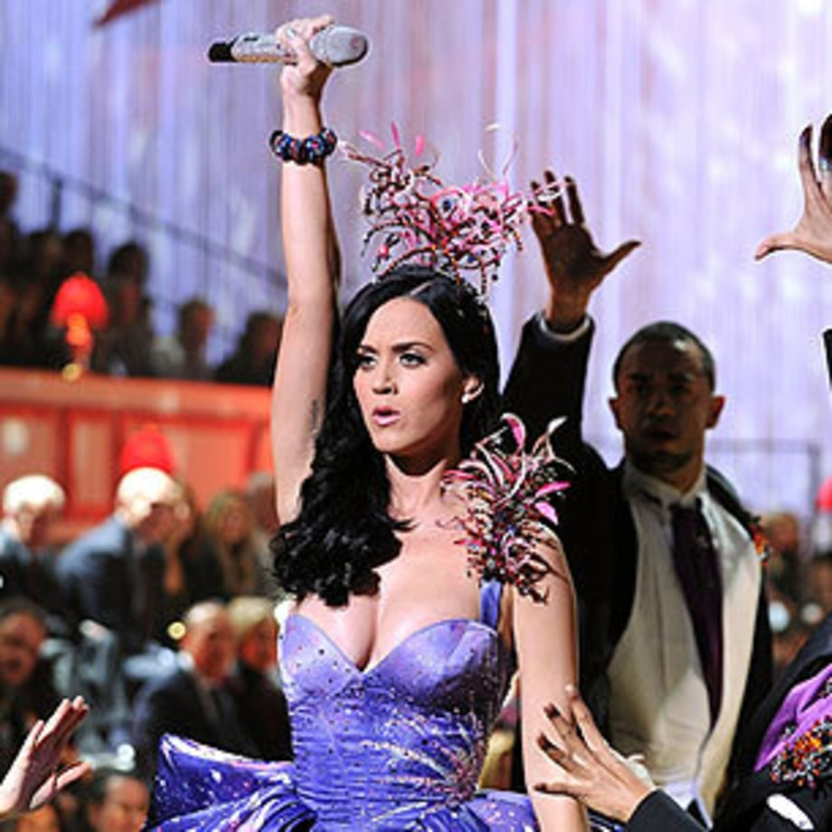 Photos: Katy Perry Performs With Victoria's Secret Models