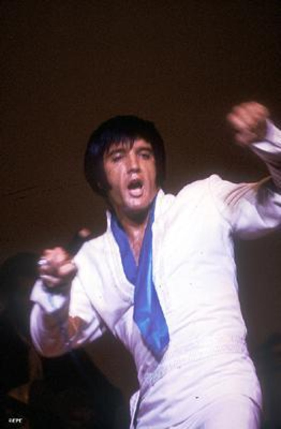 Elvis6_featuregallery_081502