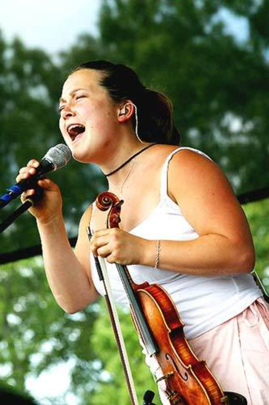 NickelCreek8559_Bonnaroo_TN_061303
