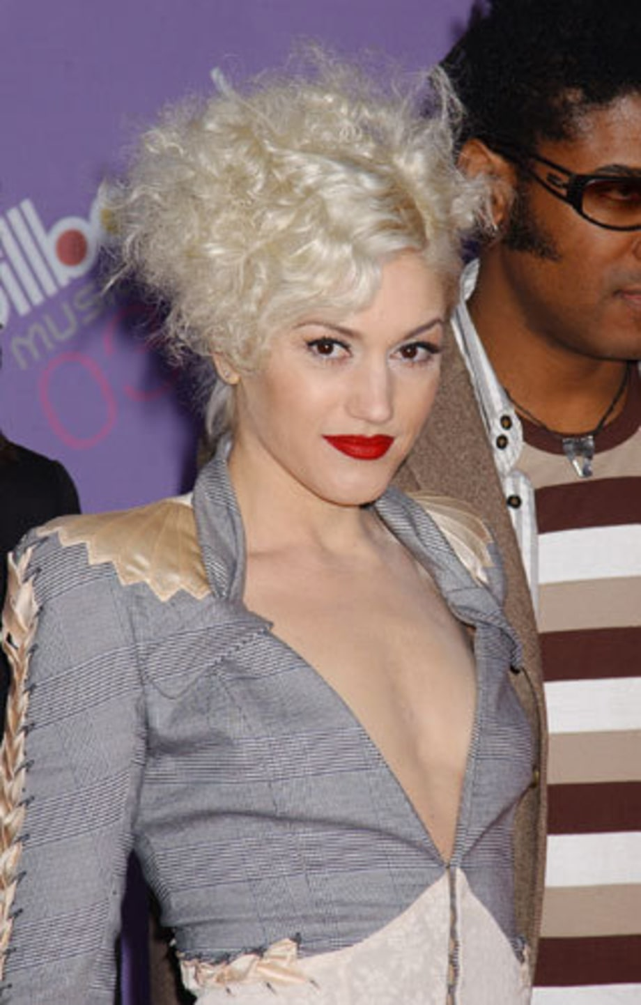 GwenStefani_2003BillboardAwards_MGMGrandLVNV_12100