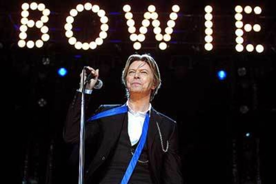 Bowie8484_Area2Tour_ChicagoIL_TweeterCenter_080802