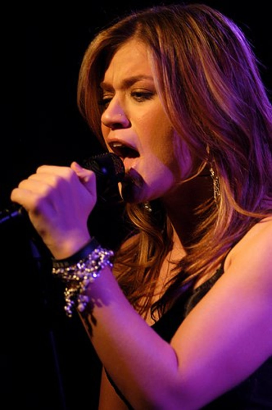 Kelly Clarkson 10 - performance - Quad Studios, NYC 12/8/04 large