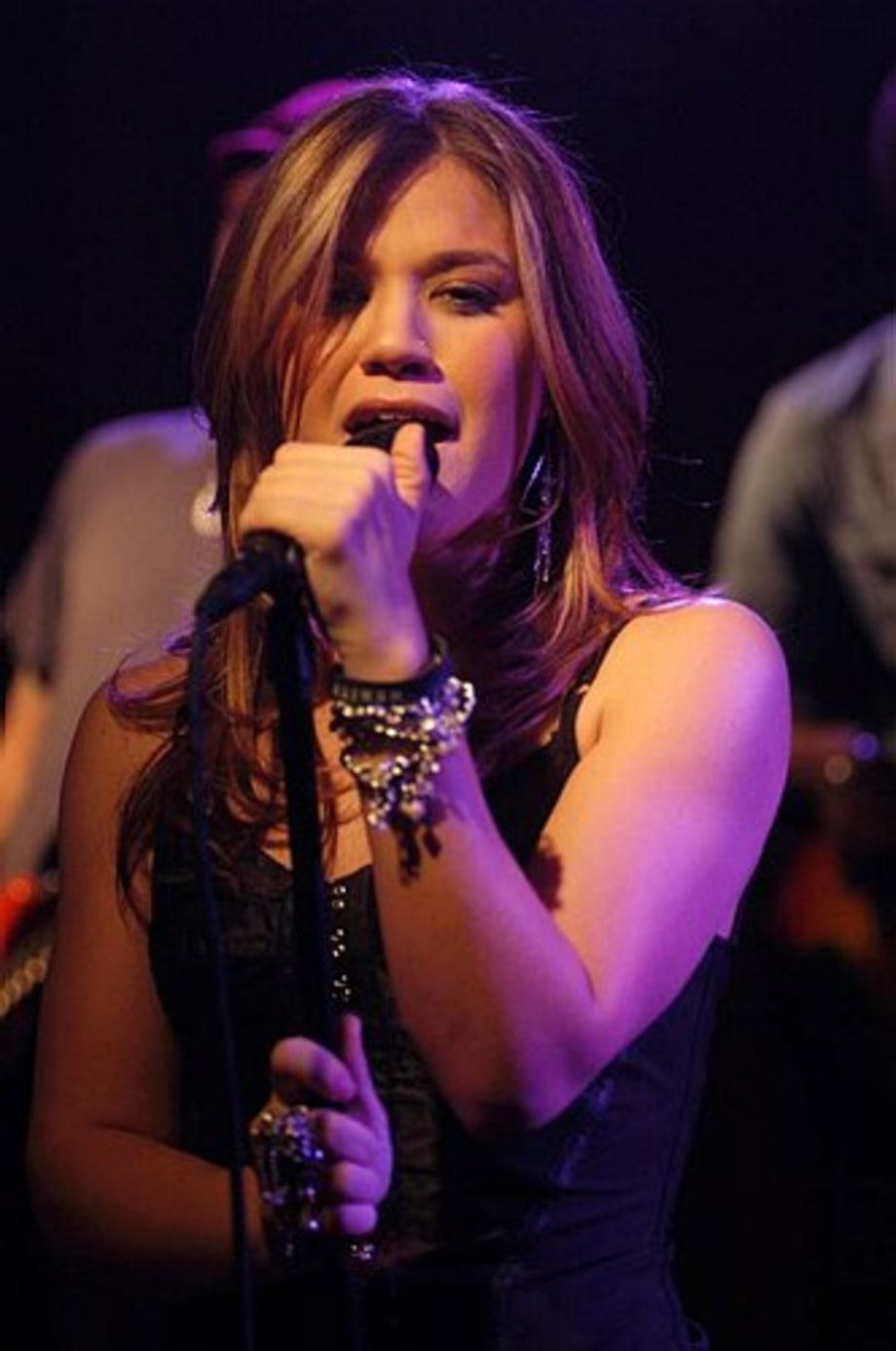 Kelly Clarkson 18 - performance - Quad Studios, NYC 12/8/04 large