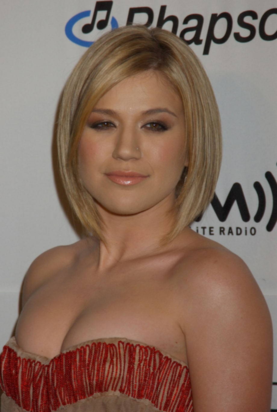 Kelly Clarkson 1 - 2006 Clive Davis Pre-Grammy Party 2/6/06
