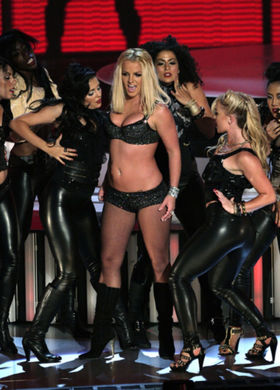 Video Music Awards 2007: Britney Performing2