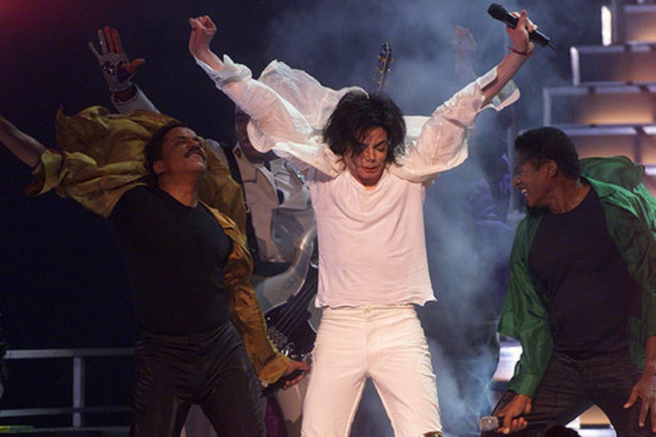 Michael Jackson 50th Birthday: 2001 - performing with bros