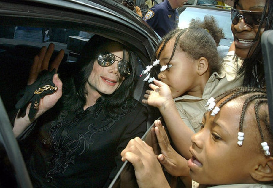 Michael Jackson 50th Birthday: 2002 - fans