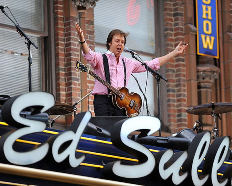 Letterman Paul McCartney: Arms up