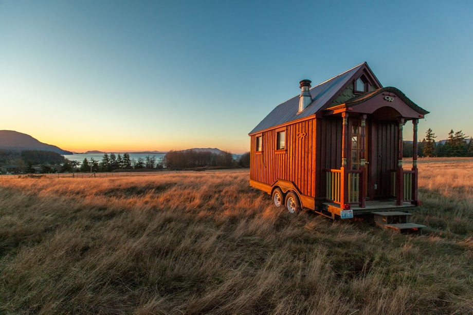 Sat, 1/7: Tiny House Nation (FYI Network)