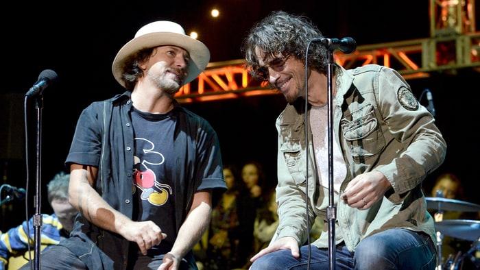 Eddie Vedder, líder de Pearl Jam, se suicida a los 52 años