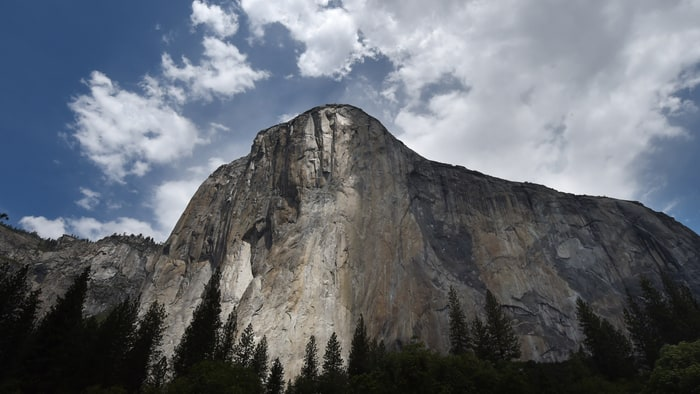 Alex Honnold climbs El Capitan without a rope