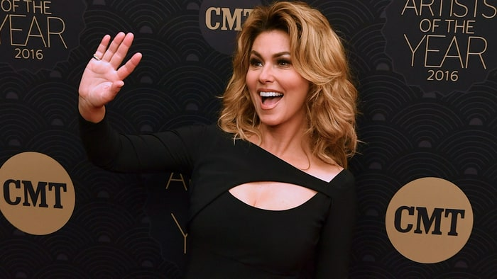 Shania Twain guests on 'The Voice' as mentor