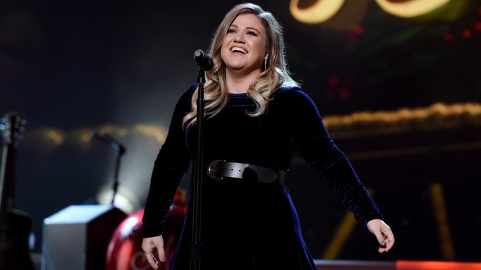 kelly clarkson to join the voice as coach rolling stone