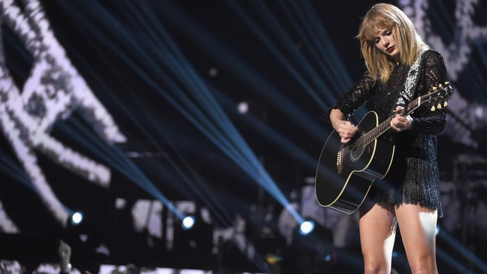 Taylor Swift Credits Tom Petty for Her Learning How to Play Guitar