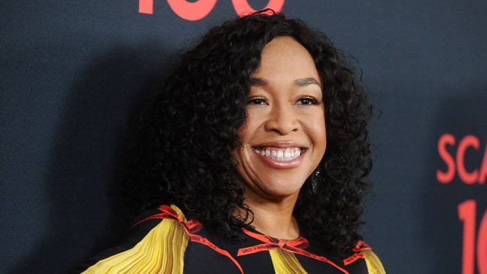 shonda rhimes inks deal to bring shondaland to netflix rolling stone. Black Bedroom Furniture Sets. Home Design Ideas