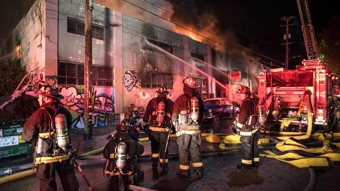 http://img.wennermedia.com/article-leads-horizontal/oakland-fire-warehouse-acb3ea7d-97fa-4d5d-bed9-d253afa89df8.jpg