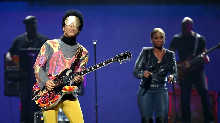 Prince Pays Tribute to Vanity at Australia Concert news