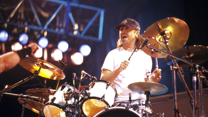 Lars ulrich married to metal rolling stone for House music 1995