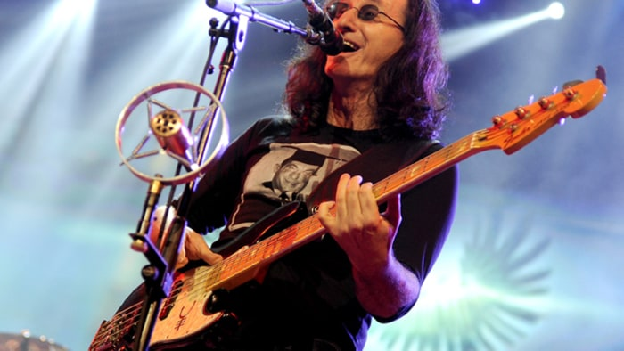 geddy lee on rush 39 s rock and roll hall of fame induction 39 we 39 ll show up smiling 39 rolling stone. Black Bedroom Furniture Sets. Home Design Ideas
