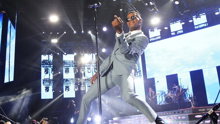 maxwell plots 39 blacksummers 39 night 39 summer tour rolling stone. Black Bedroom Furniture Sets. Home Design Ideas