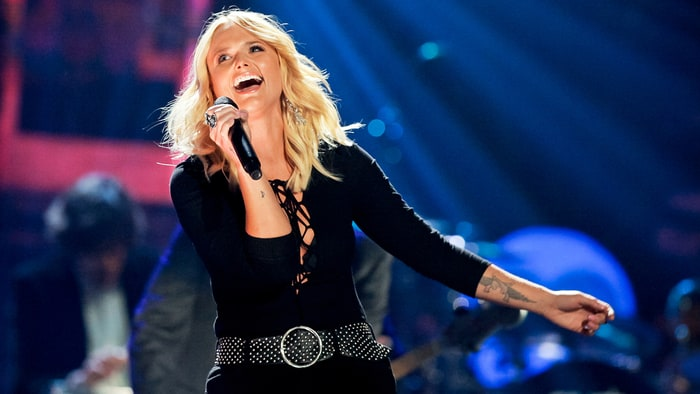 Watch Miranda Lambert, Keith Urban, ZZ Top Look for Tush on ACMs news