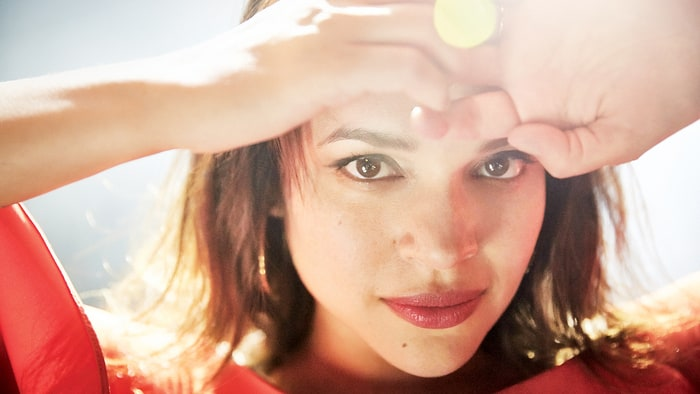 Hear Norah Jones' 'Carry On,' First Single Off New LP 'Day Breaks' news