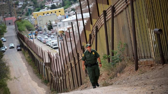 """""""La política de inmigración de Trump es un lío legal"""" -Rolling Stone"""