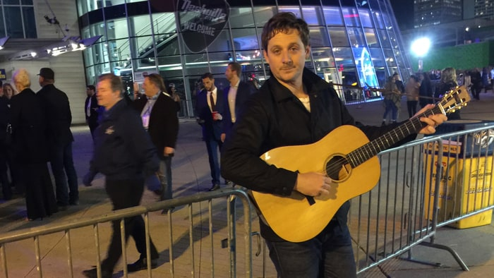 Sturgill Simpson busking outside the CMAs: The singer has his own show