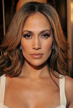 The 47-year old daughter of father David López and mother Guadalupe López, 164 cm tall Jennifer Lopez in 2017 photo