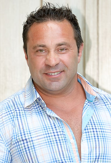 Joe Giudice Gets Prison Job, Makes $100 a Month - Us Weekly
