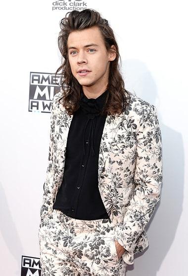 Pleasing Harry Styles Has Awkward Amas Run In With Taylor Swift39S Bff Gigi Short Hairstyles Gunalazisus