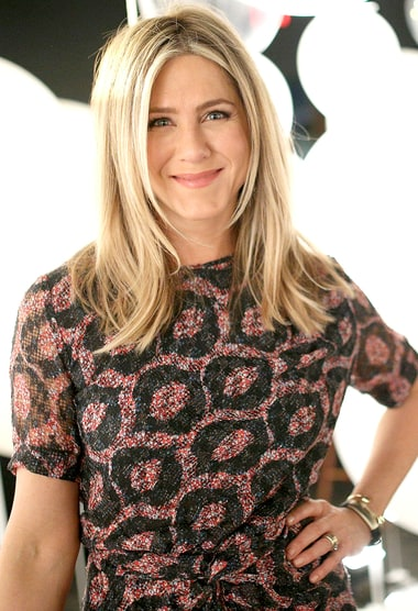 Jennifer Aniston attends smartwater sparkling celebrates Jennifer ...