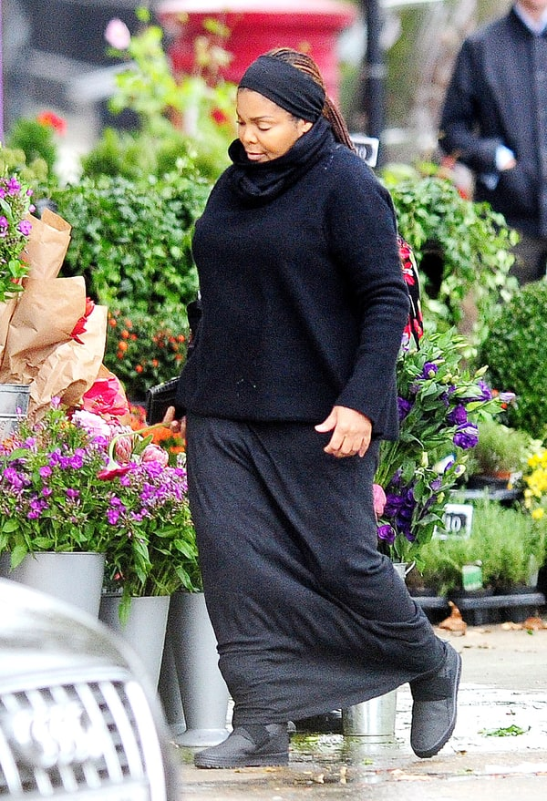 Pregnant Janet Jackson Goes Flower Shopping Us Weekly