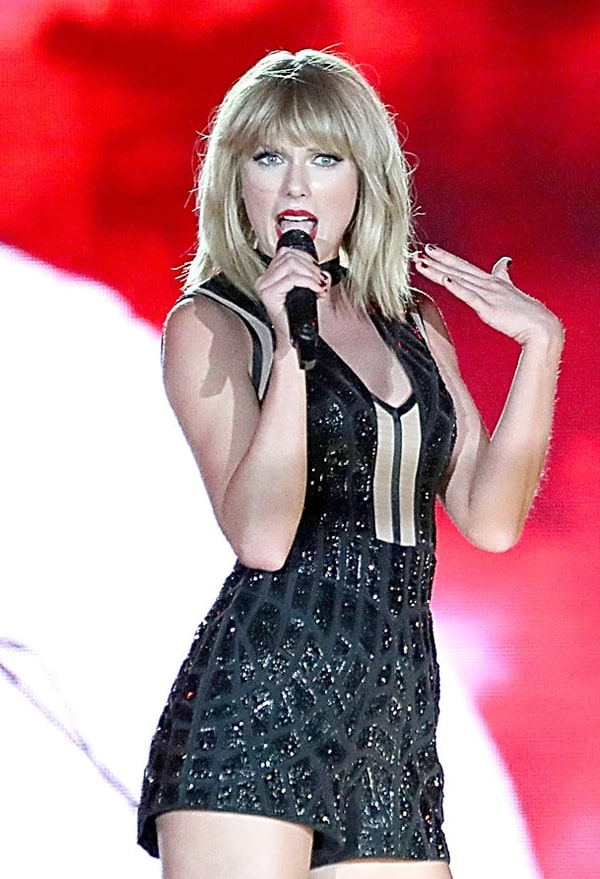 taylor swift covers calvin harris at formula 1 grand prix us weekly. Black Bedroom Furniture Sets. Home Design Ideas