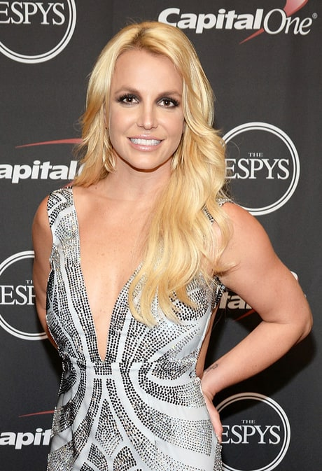 Britney Spears Jokes About Not Having a Boyfriend in Valentine's Day Post