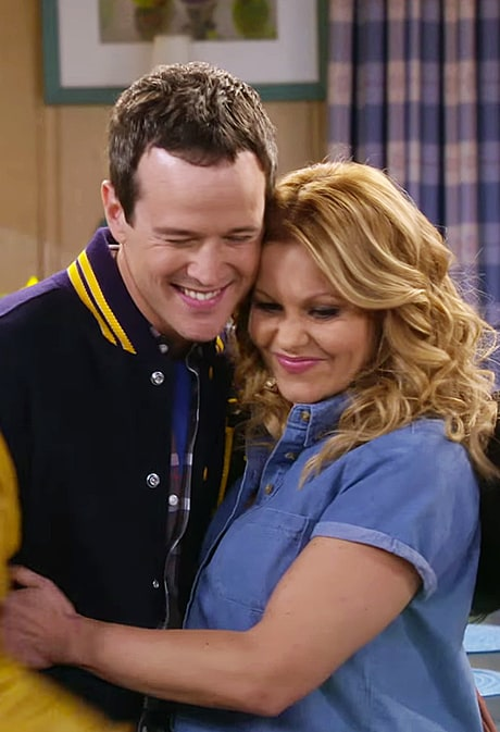 D.J. Tanner Reunites With High School Sweetheart Steve in Official 'Fuller House' Trailer: Watch!
