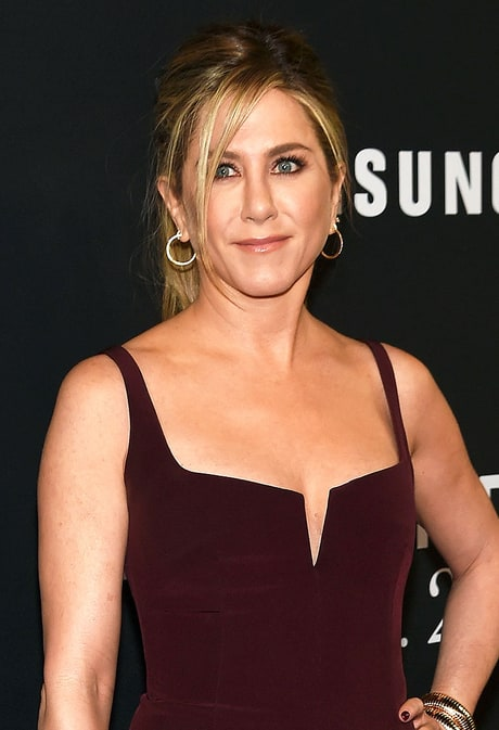 Jennifer Aniston Adds an Unexpected Detail to Her Messy Ponytail on the Red Carpet