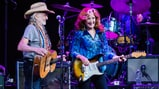 See Willie Nelson, Bonnie Raitt Cover Stevie Ray Vaughan at Texas Strong Benefit