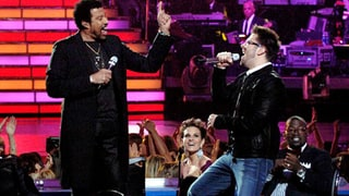 Danny Gokey Performs With Lionel Richie