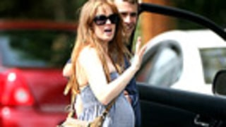 PIC: Isla Fisher Has a Baby Bump!