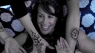 PIC: Pregnant Alanis Morissette Covers Belly in Henna Tattoos