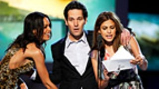 PIC: Rosario Dawson Gropes Paul Rudd's Package!