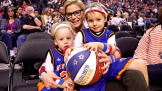 Julie Bowen and Twins Watch the Harlem Globetrotters