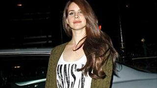 Lana Del Rey Wears Guns 'n Roses T-Shirt Amid Axl Rose Dating Rumors