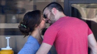 FIRST PIC: Chris Evans Kisses On-Again Girlfriend Minka Kelly