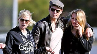 PICTURE: Jennie Garth, Peter Facinelli Reunite at Daughter's Soccer Game
