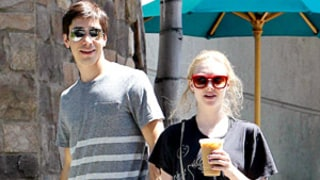 Amanda Seyfried, Justin Long All Smiles on Playful Date in L.A.: Picture