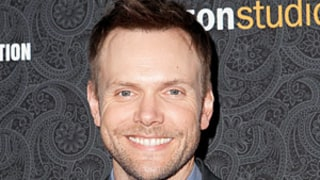 Joel McHale Tapped to Host 2014 White House Correspondents' Dinner
